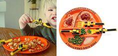 A tavola!! http://www.bimbochic.it/giochi/posate-e-piatto-per-far-mangiare-e-giocare-i-bambini-a-tavola-2307.html