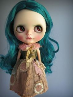 https://www.etsy.com/fr/listing/248702955/glimmer-of-hope-a-dress-for-blythe?