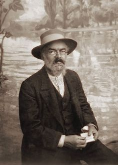 French Neo-impressionist Maximilien Luce Born in Paris, France. In his earlier years he did engraving and graphic art but became most well known for his Post Impressionism, Pointillism, and Social Realism. Maximilien Luce, Bonnard, Beard Art, Gauguin, Social Realism, Artists And Models, Impressionist Artists, Post Impressionism, Pointillism