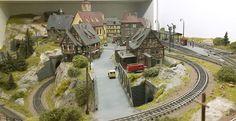 fantasy-gelaende: Modellbahn Spur N N Scale Model Trains, Scale Models, Miniatures, Fantasy, Buildings, Shopping, Model Building, Beard Haircut, Model Trains