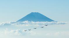 USMC MV-22B Ospreys flying near Mount Fuji Japan [5000 x 2756]