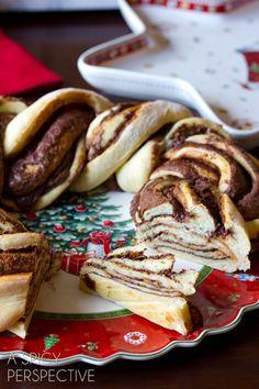 Warm Chocolate Cinnamon Bread Wreath #christmas #holidayrecipe #bread #nutella