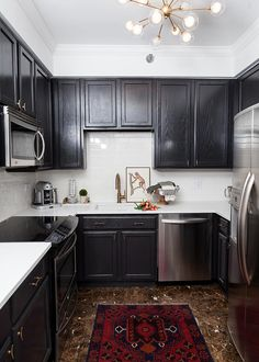 Dark and modern kitchen #glitterguide