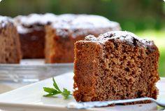 """El famoso bizcocho de yogur adaptado para los amantes al chocolate. Muy versátil pues sirve para el desayuno, el café, preparar una tarta... Bizcocho de chocolate """"un, dos, tres"""""""