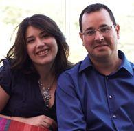 Jéssica y Sergio  Son pareja desde abril de 2010  Antes de bajarse, me cogió de la mano y sin mirarme directamente, como un crío al que le da vergüenza que le vean hacer una trastada, me pidió salir juntos…
