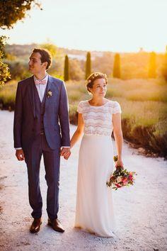 Arrêter le temps, figer cesdélicieux instants où chaque seconde porte dans son ADN, amour et euphorie. Bercés par la douceur de l'été, Julie et Arnaud ont naturellement choisi leur région de coeur et c'est dans la belle Provence qu'ils nous donnent rendez-vous. Au milieu des Oliviers, ils ont imaginé un mariage qui pétille de bonne...