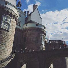 Meanwhile,I capture Pokémons... 🦀🦀 #castle #nantes #nantescity #nantesmaville #beautiful #architecture #architettura #archidaily #architexture #architectureporn #monument #sky #skyporn #clouds #chill #sunny #sunnyday #sun #natural #bridge #stone #france #chill #chilling #instalike #instagood #instafollow #topfrancephoto #hello_france