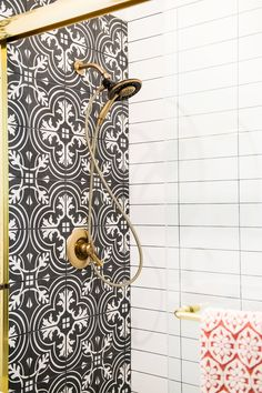 Bathroom Decor Modern Spanish Glam: Using Graphic Tile Tastefully Spanish Modern Glam bathroom Remodel von San Diego Designer Savvy Interiors Bathroom Vanity Designs, Small Bathroom Vanities, White Vanity Bathroom, Small Bathroom Storage, Bathroom Fixtures, Bathroom Ideas, Bathroom Renovations, Master Bathroom, Bathroom Black