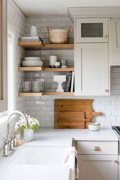 Are you looking for inspiration for farmhouse kitchen? Browse around this website for cool farmhouse kitchen pictures. This farmhouse kitchen ideas seems to be completely terrific. Classic Kitchen, Rustic Kitchen, Diy Kitchen, Kitchen Storage, Kitchen Ideas, Awesome Kitchen, Neutral Kitchen, Kitchen Inspiration, Kitchen Sink