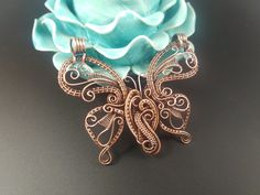 "Penny Sanchez ""Finish It! Wire Crafts, Metal Crafts, Jewelry Crafts, Jewelry Ideas, Wire Pendant, Pendant Jewelry, Wire Jewellery, Wire Spider, Applique Quilt Patterns"