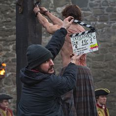 Here is a new behind the scenes picture of Sam Heughan as Jamie Fraser with some info on the process of creating Jamie's back scars. Here's a wee bit of #OutlanderSeries insight: It takes 2 hours a...