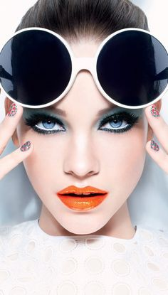 Barbara Palvin, Look Miss Pop - L'Oréal Paris - this orange lip is amazing Fashion Photography Poses, Photography Women, Beauty Photography, Creative Photography, Editorial Photography, Photography Ideas, Beauty Makeup, Eye Makeup, Makeup Lipstick