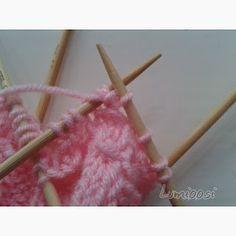 Lumioosi: Pinkki pitsisukka Knitted Baby Clothes, Baby Knitting, Knitting Patterns, Beef, Tableware, Meat, Knit Patterns, Dinnerware, Tablewares