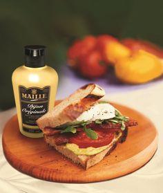"""Basit bir sandviçi bile benzersiz kılan """"Maille Dijon Orijinal Sıkma Hardal"""" ile mükemmel lezzetler."""