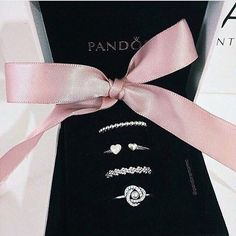 Learn more about Pandora Jewelry and the secret behind their amazing products and fashion accesories Cute Jewelry, Bridal Jewelry, Jewelry Rings, Jewelry Accessories, Jewlery, Cute Rings, Pretty Rings, Pandora Bracelets, Pandora Jewelry