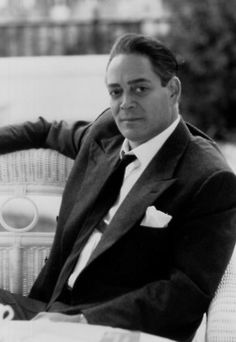Raúl Rafael Juliá y Arcelay (March 1940 – October was a Puerto Rican actor. Puerto Rico, Raul Julia, Cinema, Actor Studio, Black And White Portraits, Star Wars, Dream Guy, Thing 1, Attractive Men