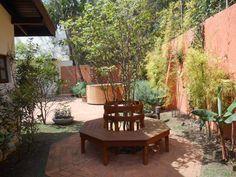 Jardim com ofurô e lavandas : Jardins modernos por REJANE HEIDEN PAISAGISMO