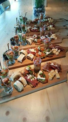 Charcuterie Recipes, Charcuterie Platter, Charcuterie And Cheese Board, Party Food Platters, Cheese Platters, Tapas, Appetizer Recipes, Appetizers, Party Snacks