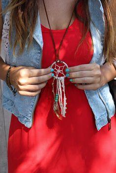 Two ways to style a dream catcher necklace - alyciamealy.com