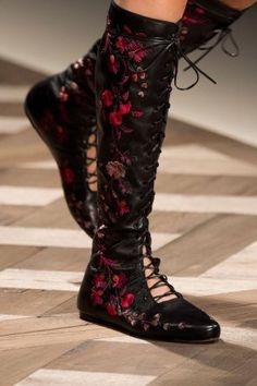 Etro at Milan Fashion Week Spring 2016 - Details Runway Photos Women's Shoes, Mode Shoes, Platform Shoes, Ankle Booties, Bootie Boots, Shoe Boots, Equestrian Boots, Western Boots, Tall Winter Boots