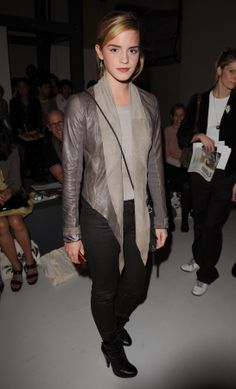 Emma Watson's style - see all of her best looks from her Harry Potter days to now. For all the latest celebrity gossip browse through Glamour's extensive celebrity photo gallery online today. Latest Celebrity Gossip, Celebrity Photos, Celebrity Style, Emma Style, Her Style, Mtv, Emma Watson Estilo, All Saints Leather Jacket, My Emma