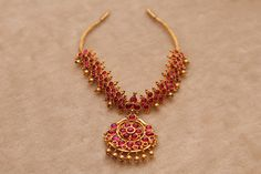 Gold Jewelry For Bridesmaids Code: 1190472739 Ruby Necklace Designs, Jewelry Design Earrings, Gold Jewellery Design, Emerald Jewelry, Gold Jewelry, Gold Bangles, Indian Wedding Jewelry, Bridal Jewelry, Antique Necklace
