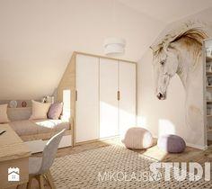 Aranżacje wnętrz - Pokój dziecka: pokój dziewczynki na poddaszu-konie - MIKOŁAJSKAstudio. Przeglądaj, dodawaj i zapisuj najlepsze zdjęcia, pomysły i inspiracje designerskie. W bazie mamy już prawie milion fotografii!