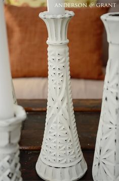 Creating Distressed Candlesticks From Glass Bud Vases. Great idea when you need a lot of inexpensive candlesticks! Painted Candlesticks, Vase Design, Pots, Thrift Store Crafts, Boho Diy, Vases Decor, Wall Vases, Bud Vases, Dollar Stores