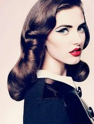 50's glamour hair; this would be pretty wirh a flower!
