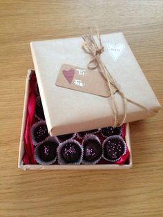Gunns momsemat: Bringebærtrøfler Gift Wrapping, Gifts, Gift Wrapping Paper, Presents, Wrapping Gifts, Favors, Gift Packaging, Gift