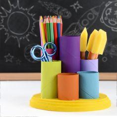 Make your own desk organizer – DIY pencil cups – easy kids crafts - Upcycled Crafts Upcycled Crafts, Diy And Crafts Sewing, Diy Crafts To Sell, Cardboard Crafts Kids, Paper Roll Crafts, Cardboard Tubes, Easy Crafts For Kids, Diy For Kids, Kids Desk Organization