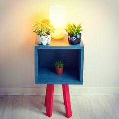 O Cantinho mais fofo do meu escritório. Com móveis e decoração que eu mesma fiz :)