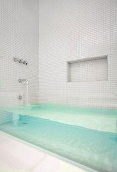 Clear tub. Woah