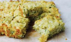 If you love mac and cheese and you love zucchini slice, this recipe mash up will be your idea of heaven in a baking tray. Cut it up into squares and put it in lunch boxes or have it for an easy workday lunch.
