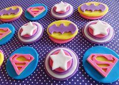 Love these fondant superhero cupcakes for a girls party Superhero Cookies, Girl Superhero Party, Superhero Cake, Fondant Cupcake Toppers, Cupcake Cookies, Supergirl Cakes, Birthday Woman, 4th Birthday, Birthday Cakes