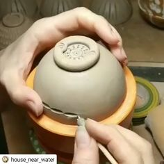 How to carve a bowl ❤ Get Pottery Information & Inspiration to your Inbox every Friday at safe & ceramics related. We won't spam you or sell your email address. Pottery Tools, Pottery Classes, Pottery Mugs, Pottery Art, Pottery Clay, Slab Pottery, Pottery Patterns, Pottery Designs, Ceramic Techniques