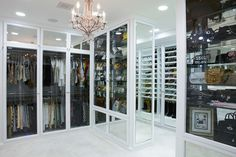 It is the dream of many homeowners: a real 'walk-in wardrobe design'. But whether you want to make a walk-in closet or store your wardrobe in. Le Closet, Closet Vanity, Dressing Room Closet, Walk In Closet, Dressing Rooms, Closet Doors, Front Closet, White Closet, Attic Closet