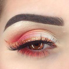 "@suvabeauty Pro Palette (Papaya, Tiki-Torch, Coconut) @makeupgeekcosmetics ""Peach Smoothie"" ""Cupcake"" ""Poppy"" ""Razzleberry"" @sugarpill ""Penelope"" loose shadow (liner) @nyxcosmetics ""Milk"" Jumbo Eye Pencil. @shop_silah ""Sophia"" lashes. @anastasiabeverlyhills ""Dark Brown"" Dip Brow Pomade."