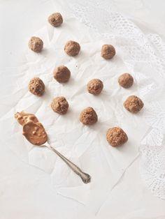 Ok, avec un titre de recette comme celui-ci, je crois qu'il est évident que ces boules de biscuits sont écœurantes (dans le bon sens du terme, quand même). Elles sontparfaitespour…