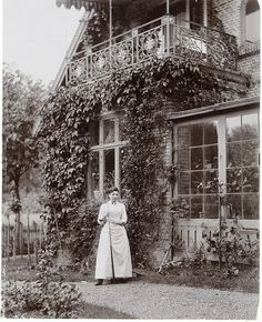 """Woman at """"Skraenten"""", Skodsborg, Denmark Old Pictures, Old Photos, Vintage Photos, Maid Dress, Wonderful Picture, Black And White Photography, Seaside, Garden Design, Photography"""