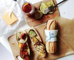Sandwich aux tomates séchées, aubergine, cheddar