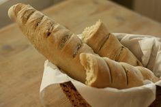 U nás na kopečku: venkovská rustikální bageta Breads, Pizza, Blog, Bread Rolls, Bread, Blogging, Braided Pigtails, Buns