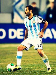 javier mascherano Argentina Soccer Team, World Cup 2014, Sports Art, Football Soccer, Dream Team, Fifa, Beckham, Kids Playing, Superstar
