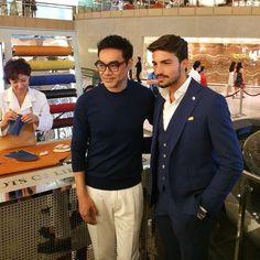 Abito con gilet #LuigiBianchiMantovaSartoria per Mariano a HongKong   #hk #italianstyle #madeinitaly #menswear #suit #vest #marianodivaio