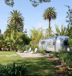 Gîte insolite dans Airstream (caravane américaine) en Provence, 13150 Tarascon Bouches du Rhône #locations #vacances