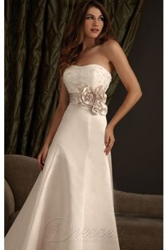 Column Floor-length Strapless Dress Ivory Button Wedding Gowns 1226 Applique Flower Sweep Train