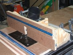 Table saw wing router fence.