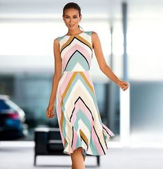 The impressive graphic print in soft colours gives this garment its exceptional appearance. Excitingly feminine nightdress made of skin-caressing stretch viscose. The skirt section has sweeping width.