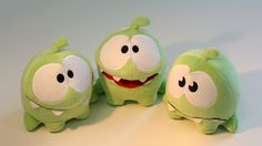 Coming in September to toy and specialty shops around the country, these plush representations of Cut the Rope's hungry little mascot Om Nom are so ridiculously adorable I would gladly suffocate beneath a mountain-sized pile. Softies, Plushies, Diy Plush Toys, Monster Toys, Monster Mash, Cut The Ropes, Plushie Patterns, Cute Characters, Toy Boxes