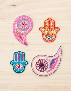. Descubre ésta y muchas otras prendas en Bershka con nuevos productos cada semana Cute Patches, Pin And Patches, Iron On Patches, Fabric Patch, Embroidery Patches, Hamsa Hand, Cute Pins, Pin Badges, Embroidery Designs
